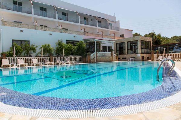 piscina-hotel-entre-pinos-formentera-19