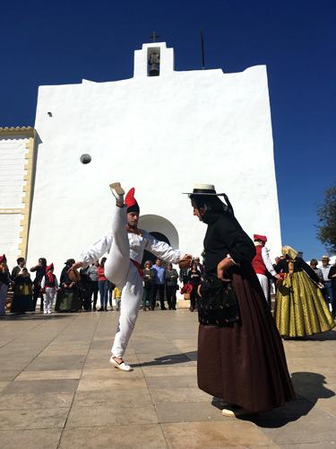 Ball pagés en la plaza de Sant Francesc Formentera