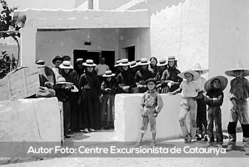 Grupo de niños y niñas en Sant Francesc, Formentera, a principios del siglo XX