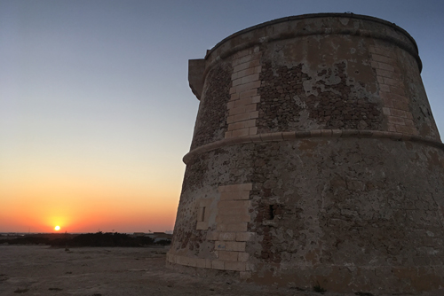 Torre Punta Prima Formentera a la puesta de sol