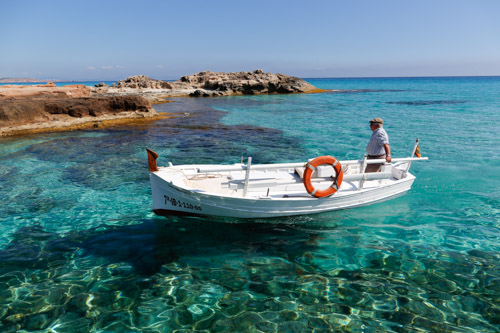 Barco de pesca en Es Caló Formentera